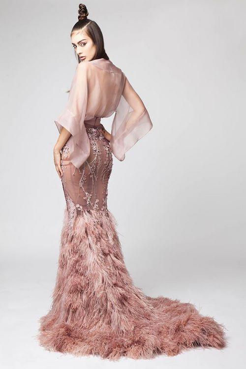 b0237a6b9fd Особо актуальными будут модные вечерние платья 2019-2020 из кружева