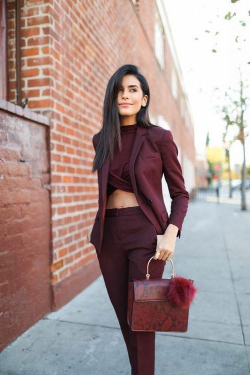 Бордовые платья и стильная бордовая одежда в лучших фасонах и образах