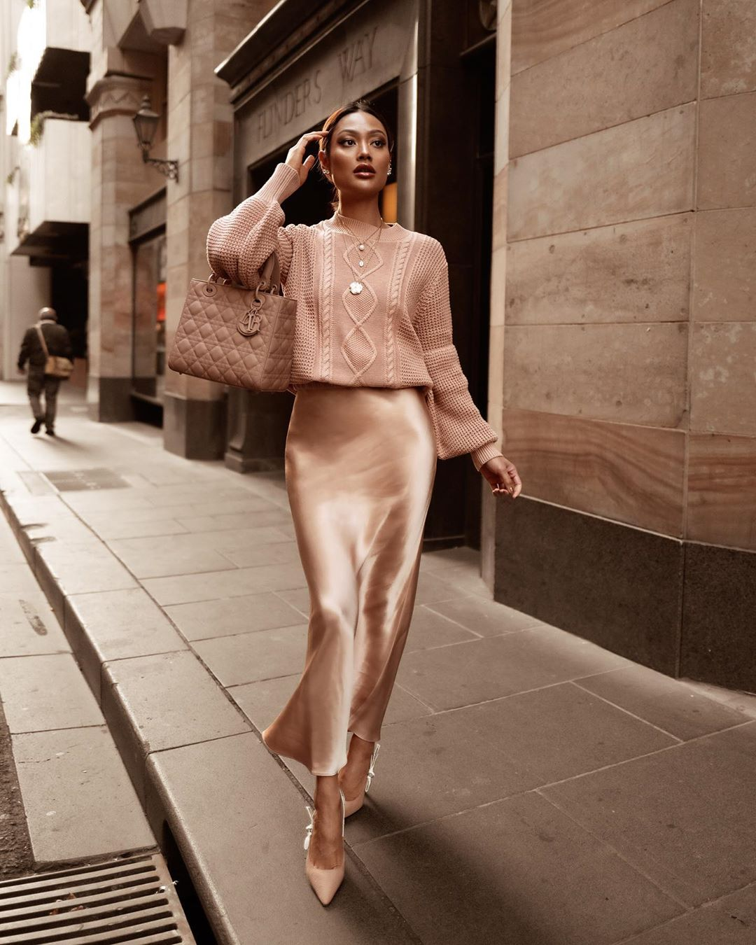 Соответствуя трендам 2021-2022: модные осенние образы и новинки одежды на осень